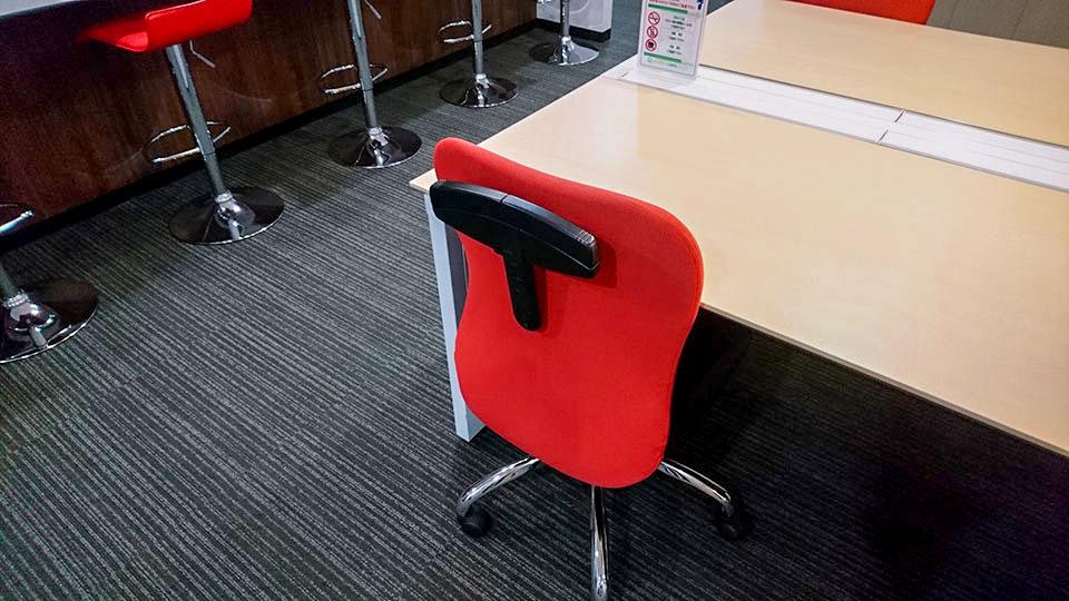 バーチャルオフィスの椅子