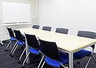 オープンオフィス隣接の会議室