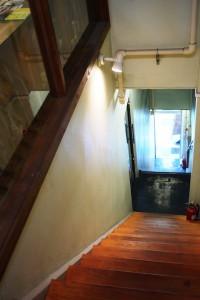 Cafe DoDoにつながる階段