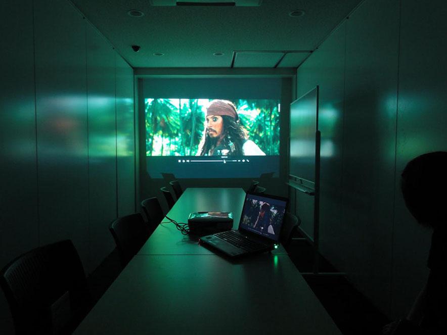 会議室のプロジェクター