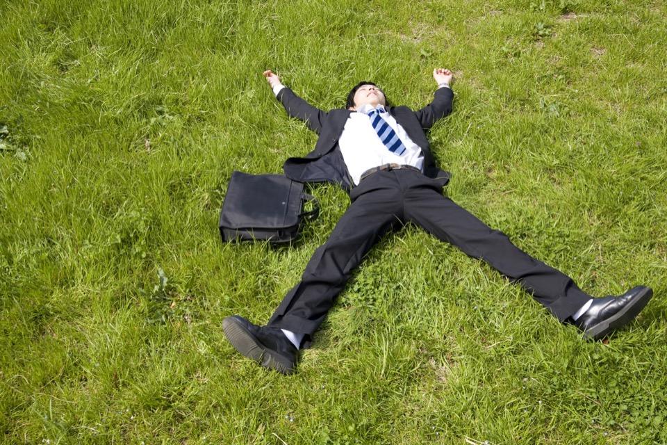 ストレスから自分を守る若いビジネスマン