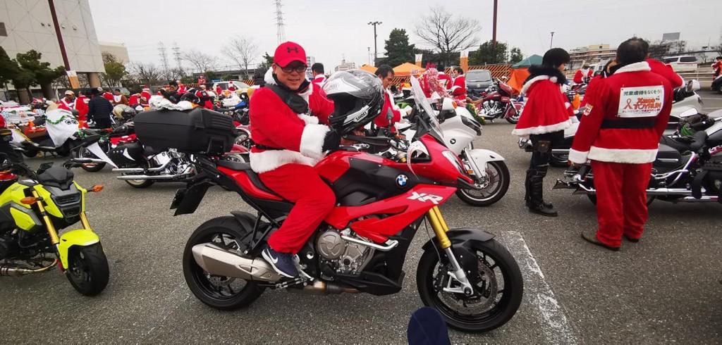 ハーレーサンタ参加のバイクBMW